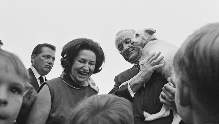 US president Lyndon B Johnson (1908 - 1973) with his wife Lady Bird Johnson (1912 - 2007) and his pet dog Yuki at a Country Fair on the South Lawn of the White House, Washington, DC, September 1967.